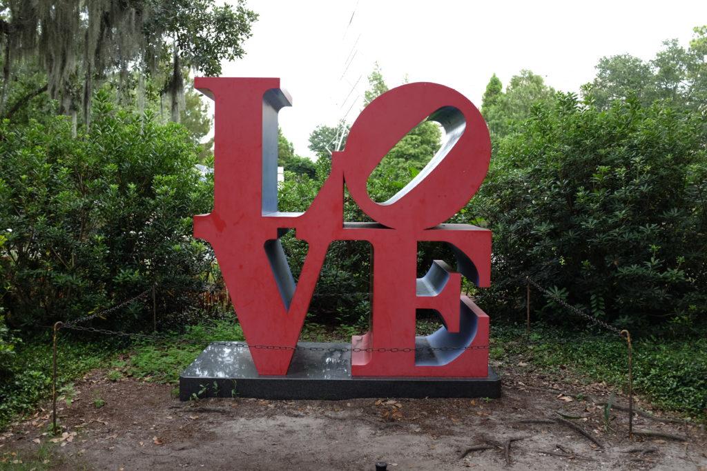 love statue in Sydney and Walda Besthoff Sculpture Garden louisiana